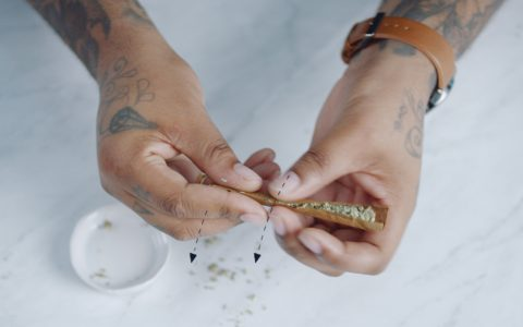 Rolling a joint with raw papers